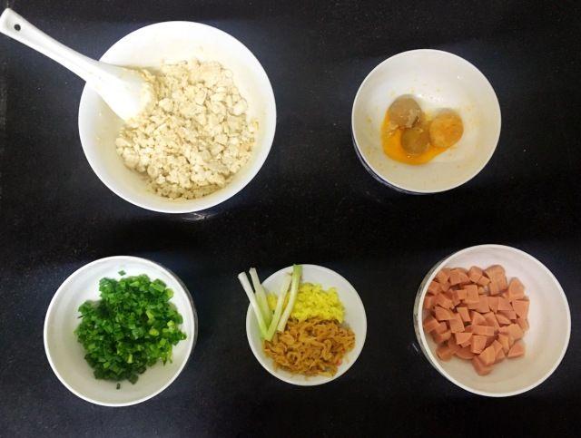 An Easy Tofu Recipe-Salted Duck Egg Stewed Tofu Step 1